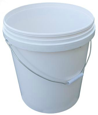 5 gallon bucket, homestead, water supply